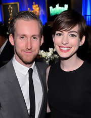 Adam Shulman chose a classic, solid skinny tie while accompanying wife Anne Hathaway to the Academy Awards Nominations Luncheon.