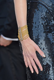 Nicole Kidman opted for a sleek metallic gold nail color for the 2013 Oscars.