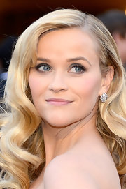 Reese Witherspoon was the epitome of retro glamour at the 2013 Oscars with her long locks wound into loose curls.