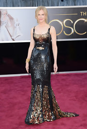 Nicole Kidman showed off her curves at the 2013 Oscars with a form-fitting black and gold sequin gown.