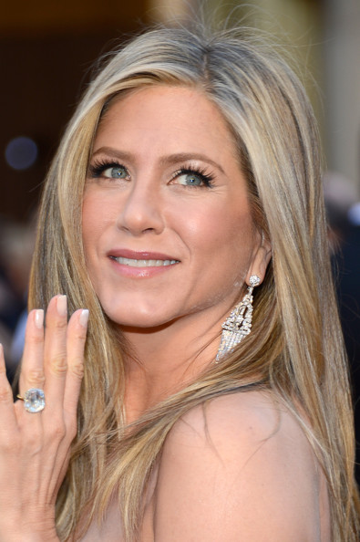 More Pics Of Jennifer Aniston Neutral Nail Polish 122 158 Lookbook Stylebistro