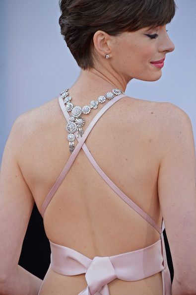 More Pics of Anne Hathaway Evening Dress (1 of 90) - Anne Hathaway Lookbook - StyleBistro