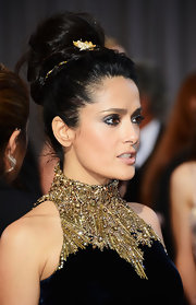 Who says necklaces have to stay on your neck? Just ask Salma Hayek who wore a gold and diamond choker in her hair at the 2013 Oscars.