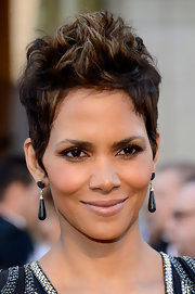 Halle Berry looked cool and sophisticated at the 2013 Oscars with a pair of black onyx and diamond earrings.