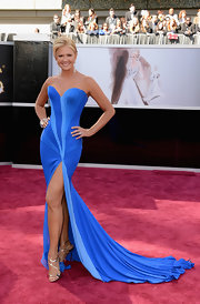 Nancy O'Dell shows some major leg at the 2013 Oscars in a royal blue strapless dress with a front slit.