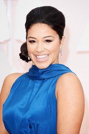 Gina Rodriguez wore a retro-glam high-volume side chignon during the Oscars.