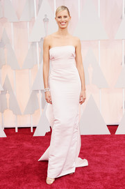 Karolina Kurkova went for classic glamour at the Oscars in a strapless pale-pink column dress by Marchesa.
