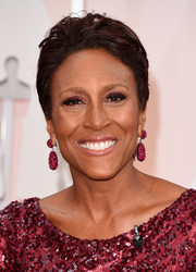 Robin Roberts rocked a boy cut at the 2015 Oscars.