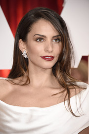 Genesis Rodriguez wore her hair down in a sexy side-parted style during the Oscars.