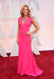 Lara Spencer brought a pop of hot pink to the Oscars red carpet with this simple yet lovely Carmen Marc Valvo gown.