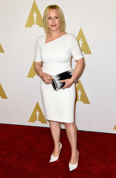 Patricia Arquette wore a great white shift dress with an interesting asymmetric collar for the Academy Awards Nominee Luncheon.