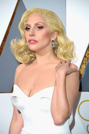 Lady Gaga kept her beauty look sweet with pink eyeshadow and matching lipstick.
