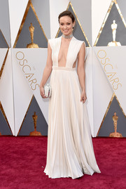 Olivia Wilde looked downright divine at the Oscars in a pleated white Valentino Couture gown with a cleavage-flaunting neckline.