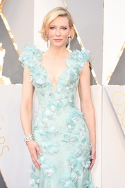 Cate Blanchett was pure elegance at the Oscars wearing this Tiffany & Co. diamond bracelet and Armani Prive feathered gown combo.