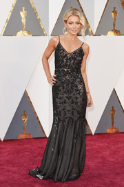 Kelly Ripa was classic and chic in a beaded black mermaid gown by Dennis Basso at the Oscars.