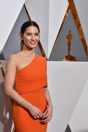 Olivia Munn arrived for the Oscars wearing a Forevermark diamond bracelet wrapped around her wrist.