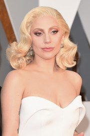 Lady Gaga brought an Old Hollywood vibe to the Oscars with this platinum-blonde curly 'do.