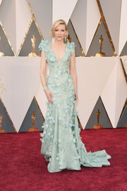 Cate Blanchett ruled the Oscars red carpet in a feather-and-Swarovski-crystal-embellished seafoam-green gown by Armani Privé.