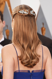 Brie Larson attended the Oscars wearing the most perfectly sweet half-up hairstyle!
