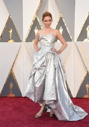 Lily Cole shimmered on the Oscars red carpet in a sculptural silver gown by Vivienne Westwood.