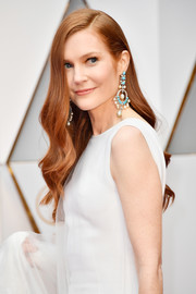 Darby Stanchfield wore her long hair down in a billowy style during the 2017 Oscars.