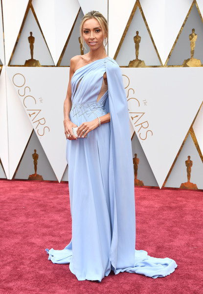 Giuliana Rancic hit the Oscars red carpet looking like a goddess in her pastel-blue Georges Chakra Couture one-shoulder gown.