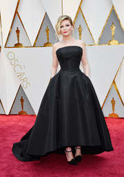 Kirsten Dunst went for vintage glamour in a strapless black fit-and-flare gown by Christian Dior Couture at the 2017 Oscars.