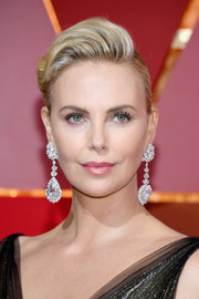Charlize Theron amped up the glam factor with a pair of chunky diamond drop earrings by Chopard.
