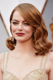 Emma Stone framed her lovely face with vintage-style waves for the 2017 Oscars.