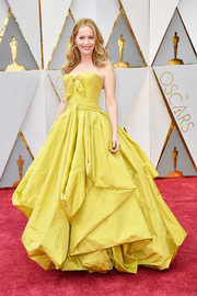 Leslie Mann got all frilled up in a voluminous yellow strapless gown by Zac Posen for the 2017 Oscars.