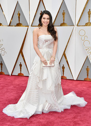 Auli'i Cravalho paired her gown with an elegant gold clutch.
