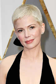 Michelle Williams kept it casual and hip with this pixie at the 2017 Oscars.