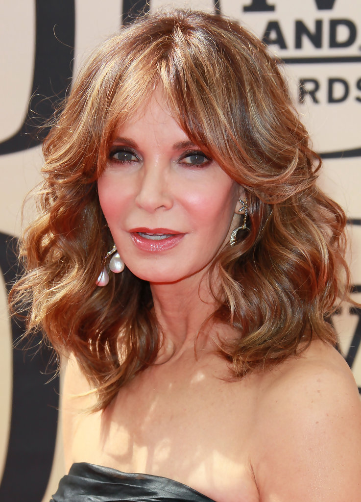 Jaclyn Smith s Feathered Hairstyle Haute Hairstyles for