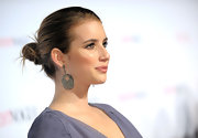 Emma highlighted her chic bun with sparkling diamond earrings.