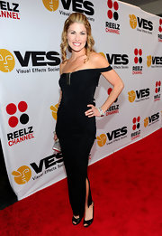 Lauren Slater showed up on the red carpet sporting a half-up half-down pompadour hair-style. Her ringlets were a great addition to her off the shoulder dress.