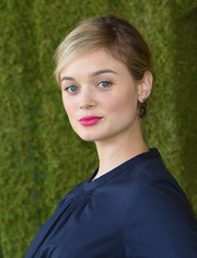 Bella Heathcote's fuchsia lipstick looked lovely against her navy outfit.