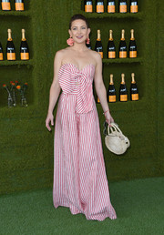 Kate Hudson amped up the summer vibe with a straw bag by Clare V.