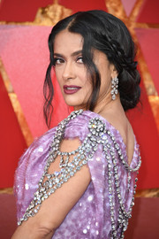 Salma Hayek accessorized with a pair of Harry Winston diamond chandelier earrings that perfectly complemented the embellishments on her dress.