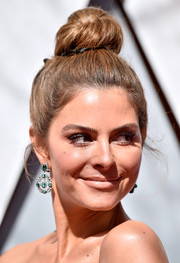 Maria Menounos elevated her look with a pair of dangling gemstone earrings.