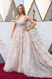Mira Sorvino looked absolutely darling in a floral-appliqued one-shoulder ball gown by Romona Keveza at the 2018 Oscars.