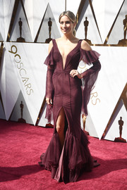 Renee Bargh got dolled up in a burgundy cold-shoulder mermaid gown for the 2018 Oscars.