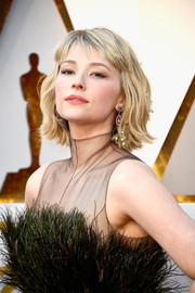 Haley Bennett looked cute with her short waves and wispy bangs at the 2018 Oscars.