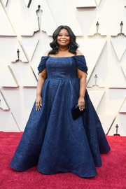 Octavia Spencer paired her dress with a black velvet clutch by Tyler Ellis.