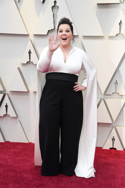 Melissa McCarthy donned a white Brandon Maxwell top with a dramatic floor-length cape for the 2019 Oscars.