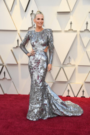Molly Sims rocked a silver sequined cutout gown by Zuhair Murad Couture at the 2019 Oscars.