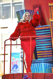 Bebe Rexha looked like an Old Hollywood star in her luxurious red fur coat teamed with a vintage-style blonde 'do during Macy's Thanksgiving Day Parade.