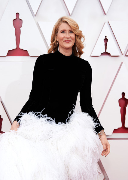 More Pics of Laura Dern Evening Dress (3 of 30) - Dresses & Skirts Lookbook - StyleBistro [handout photo,joint,smile,hairstyle,shoulder,white,human,fashion,neck,sleeve,waist,gown,laura dern,fashion,model,fur,health,joint,los angeles,annual academy awards,fashion show,haute couture,fashion,carpet,gown / m,model,fur,health,gown,beauty.m]