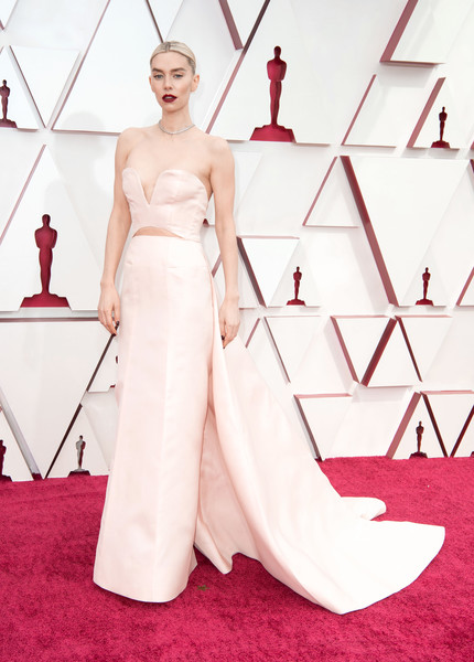 Vanessa Kirby donned a strapless pink Gucci gown with a long train for the 2021 Oscars.