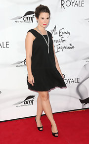 Katie Lowes paired peep-toe pumps with her swinging black shift.