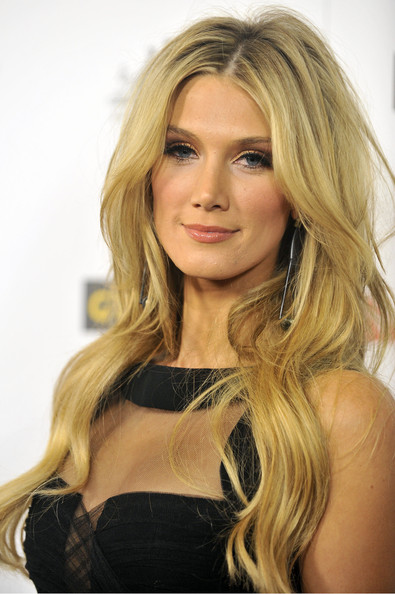 Delta Goodrem wore her hair in long loose waves at the 9th Annual G'Day USA Los Angeles Black Tie Gala.